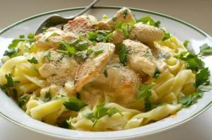 فيوتشينى بالدجاج.. من المطبخ الإيطالي hayahcc_1366009281_142.jpg