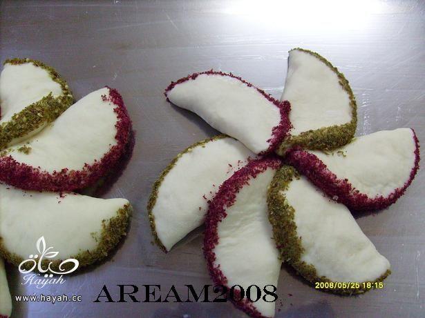 معجنات الورود الهشه فطائر لذيذه hayahcc_1370711266_175.jpg