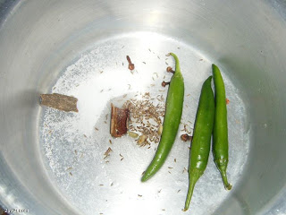 دجاج مشوي بالفرن مع رزأبيض بخلطة البصل والزبيب بالصور hayahcc_1375823438_706.png