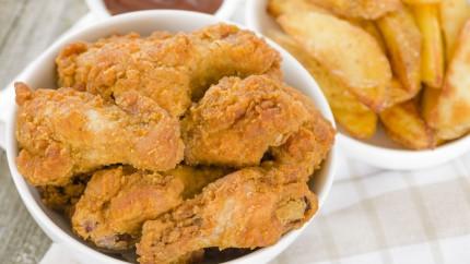 أجنحة دجاج مقرمشة مع صلصة الباربكيو hayahcc_1424103641_551.jpg