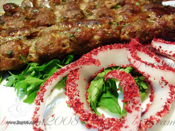 كباب اللحم طري ولذيذ hayahcc_1438584872_425.jpg