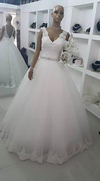 أجمل فساتين الزفاف بموديلات عصرية hayahcc_1439275999_579.jpg