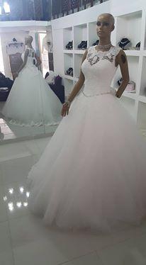 أجمل فساتين الزفاف بموديلات عصرية hayahcc_1439276000_492.jpg