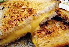 طريقة عمل شرائح الجبن المشوي و التوست المحمص hayahcc_1440299690_807.jpg
