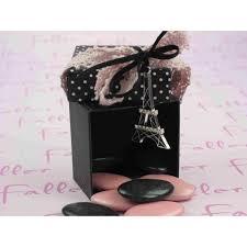 أروع تشكيلة لعلب حلوى الزفاف على شكل برج ايفل hayahcc_1441299471_462.jpg