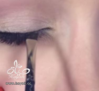 خطوات سهلة لتكبير العين بالمكياج hayahcc_1441572797_155.png