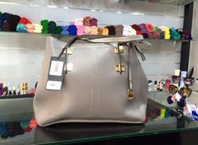 أفخم الحقائب النسائية بألوان ترابية hayahcc_1442733039_623.jpg