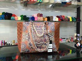 أفخم الحقائب النسائية بألوان ترابية hayahcc_1442733039_883.jpg
