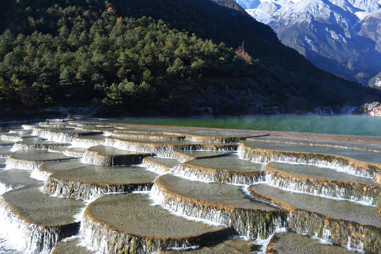 وادي القمر الأزرق في الصين hayahcc_1442877133_547.jpg