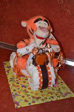 عمل دراجة من الحفاضات hayahcc_1442943578_689.jpg