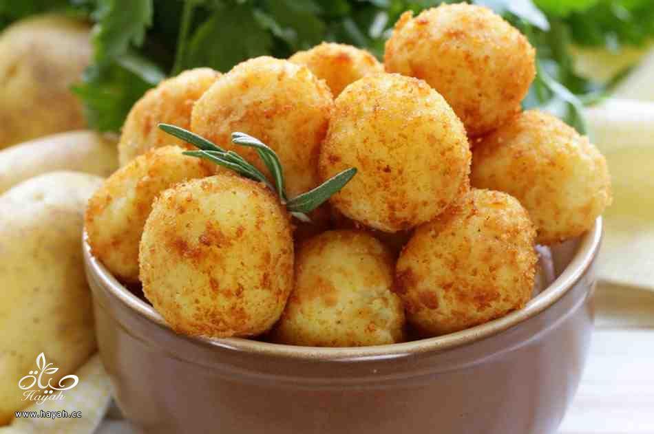 طريقة عمل كرات البطاطا المحشوه بالجبن hayahcc_1443862620_530.jpg