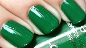 طلاء أظافر باللون الأخضر الطبيعي hayahcc_1449957213_334.jpg