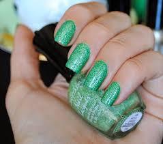 طلاء أظافر باللون الأخضر الطبيعي hayahcc_1449957213_639.jpg
