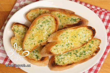 طريقة تحضير الخبز بالثوم لمقبلات شهية hayahcc_1496645778_653.jpg